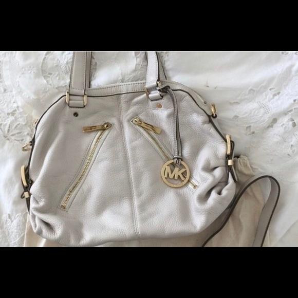 82f587a40bfa Off White Michael Kors Shoulder Bag. M 5c29d4e7df0307acf057d1e6